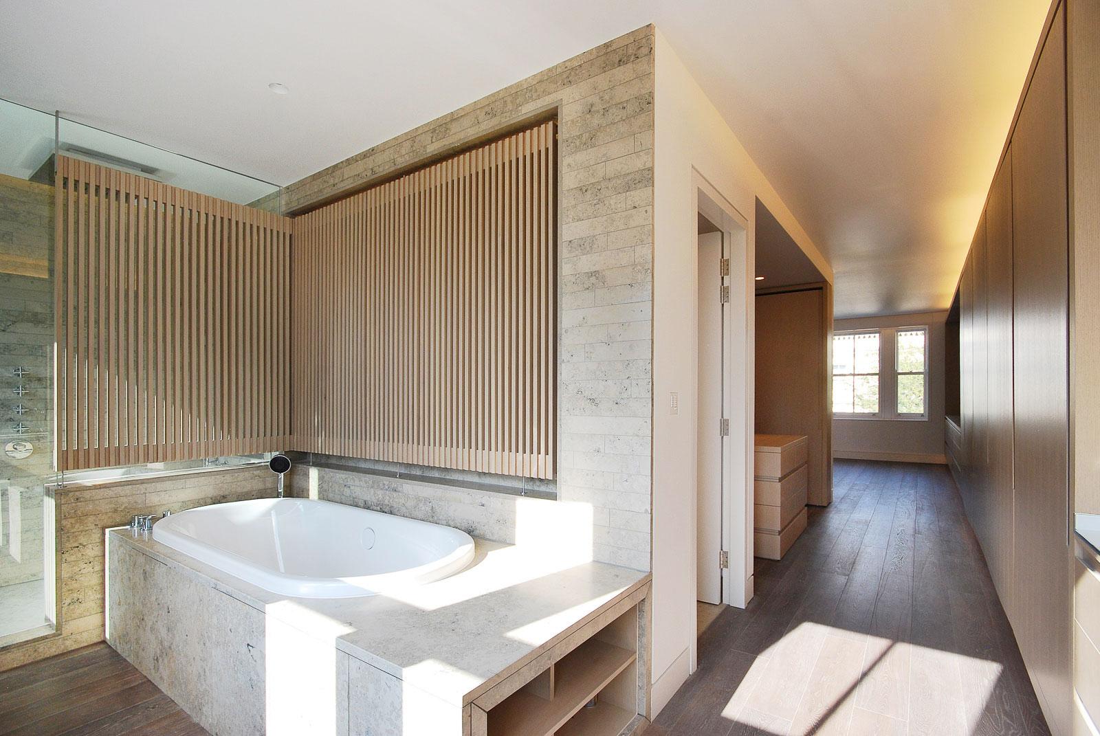 Argyll House, master bathroom