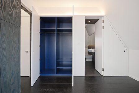 Cascade House, wardrobe between bedrrom and bathroom