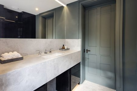 Knightsbridge House, guest bathroom