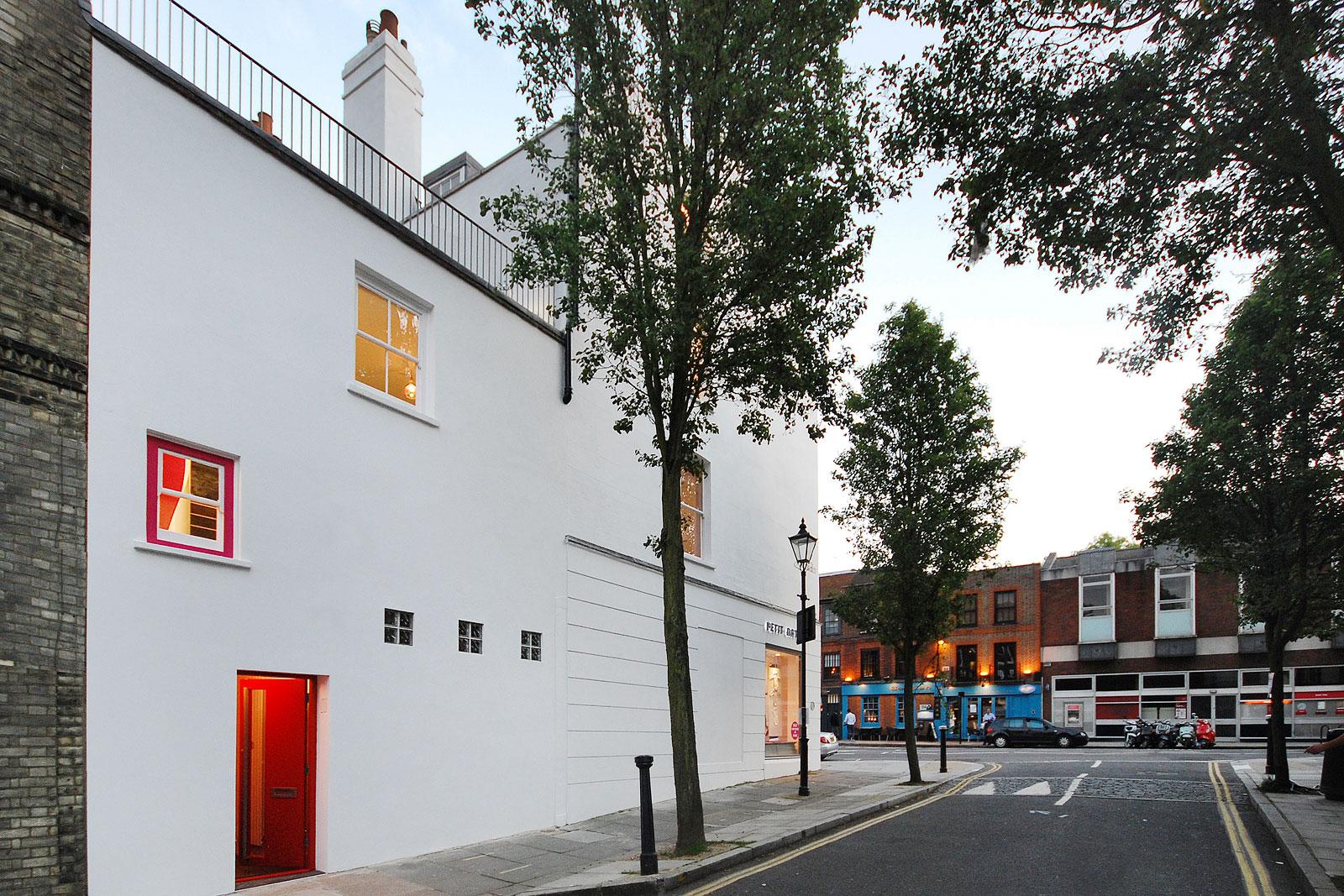 Casa Roja, entrance from street