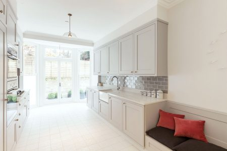 Prince's Square Apartments: new kitchen