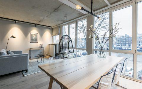 Grachtenhaus Amsterdam Wohnraum mit Amstelblick