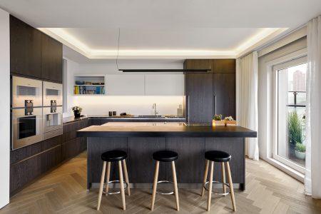 EC1 Penthouse: Contemporary kitchen