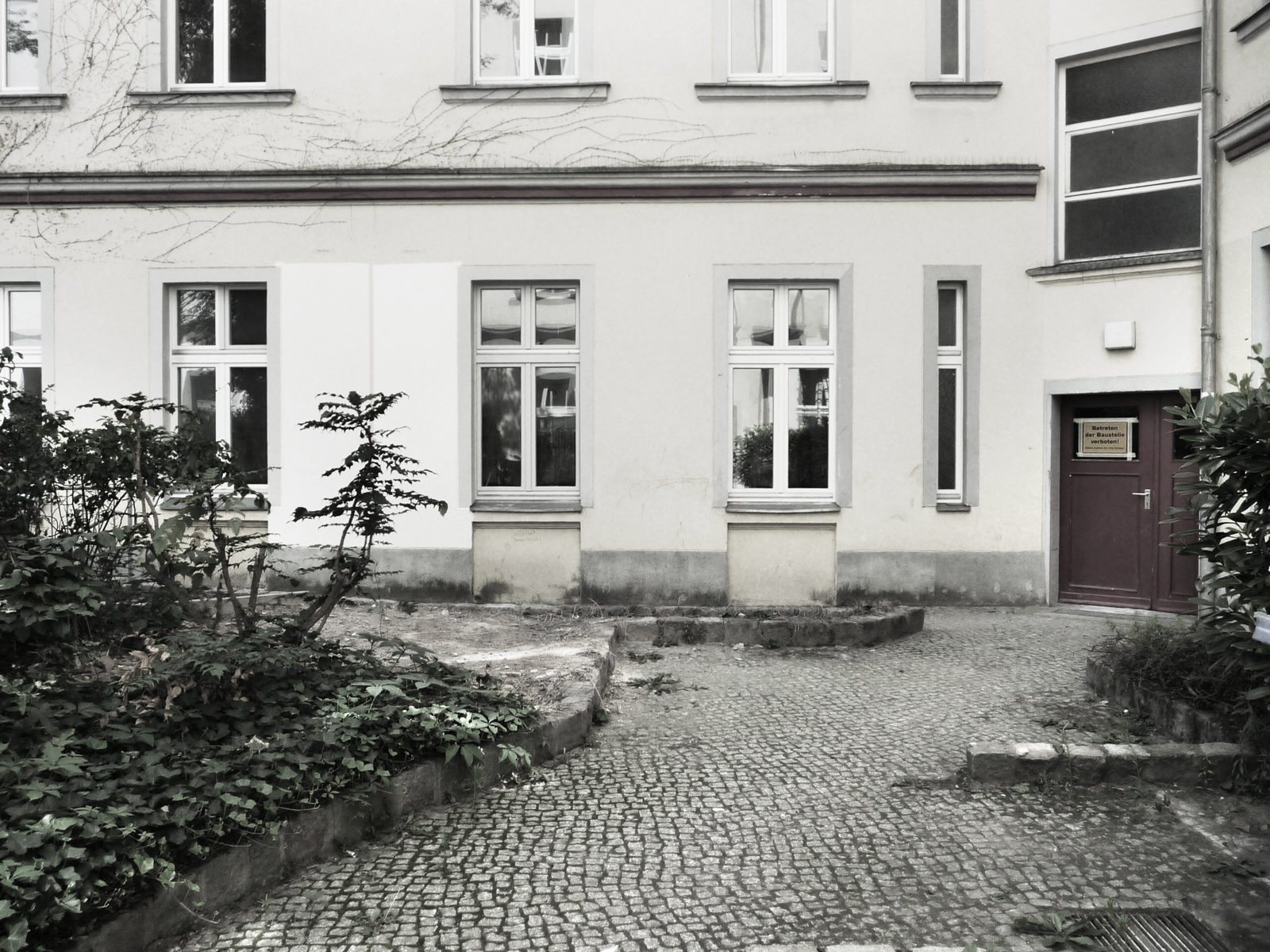 Refurbishment Berlin apartments, Historic photo of rear entrance at Oudenarder Str. 29, Berlin Wedding