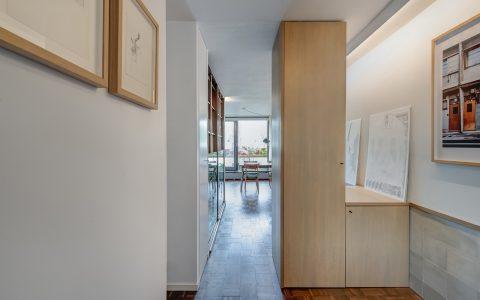 Whittington Estate Apartment: entrance area