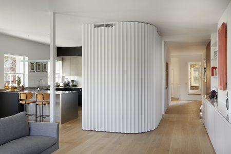 Kensington Gardens Apartment London: Blick vom Wohnzimmer zum Flur