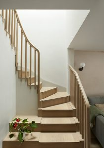 Wandsworth Cottage: staircase