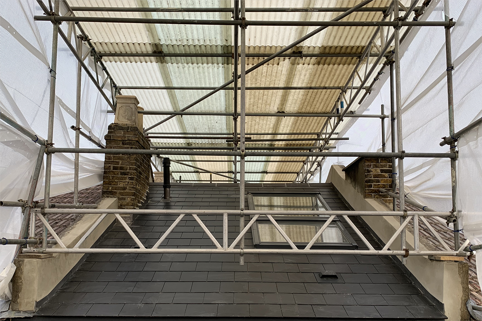 South London Cottage: scaffold